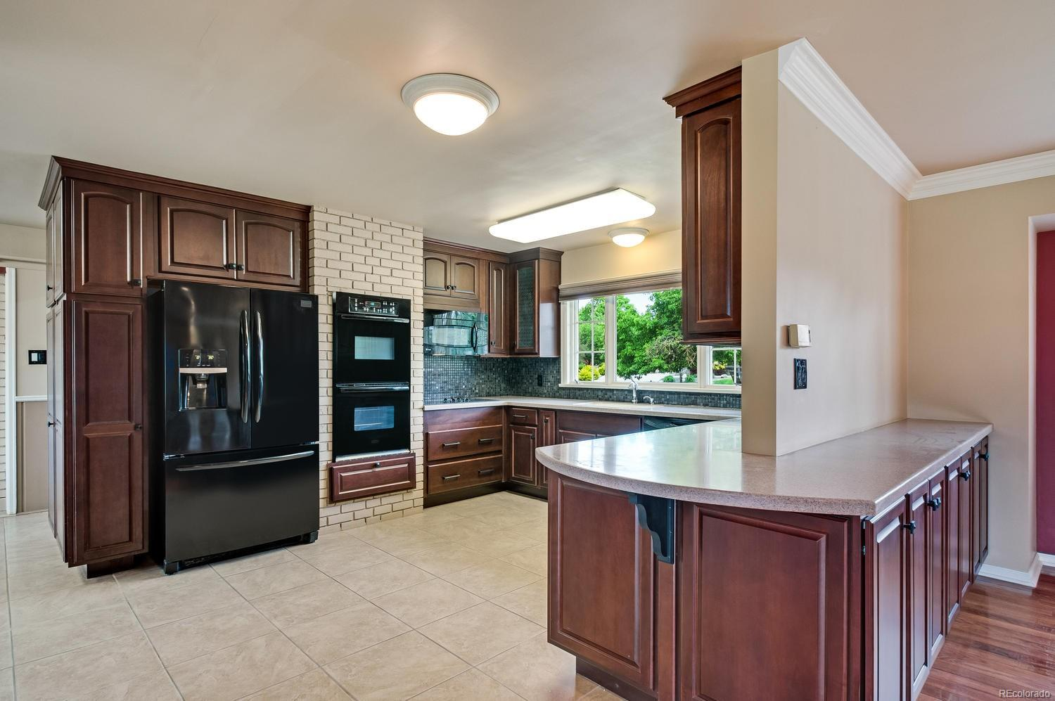 Large Kitchen w/ Double Ovens, Substantial Storage and Counter Space