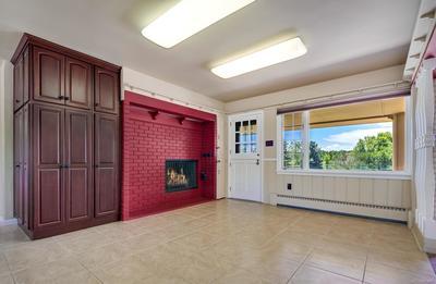 Airy Breakfast Area w/ Fireplace