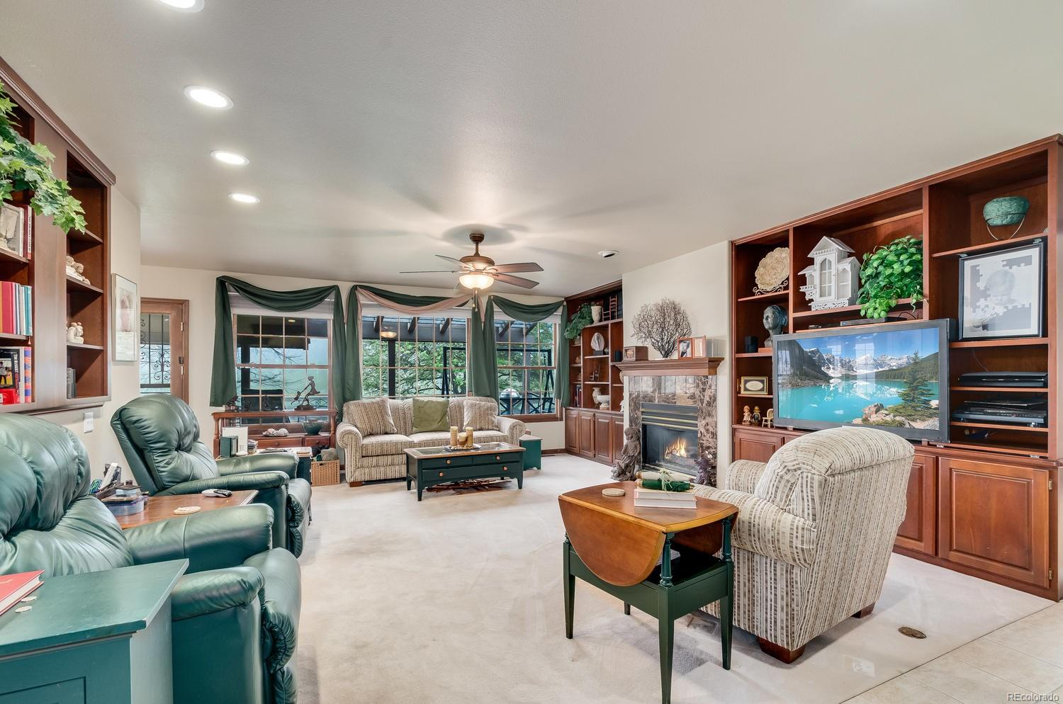 Enormous Family Room For Large Family Gatherings