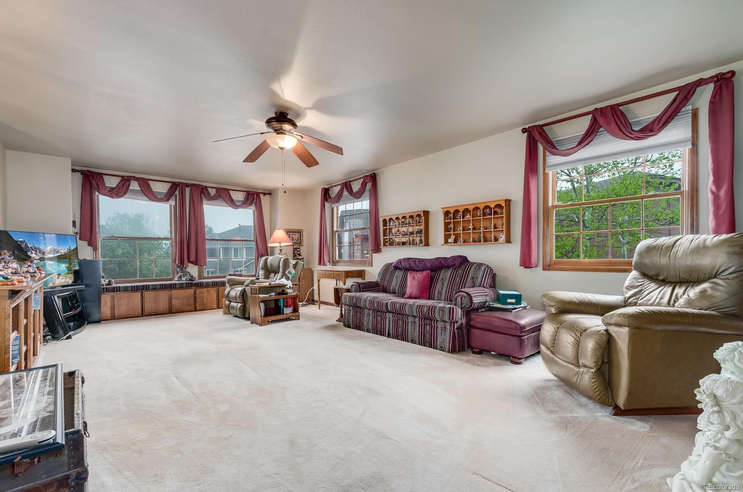 Large loft perfect for hobby area, media space or play area! This room also provides views of Lookout Mountain!