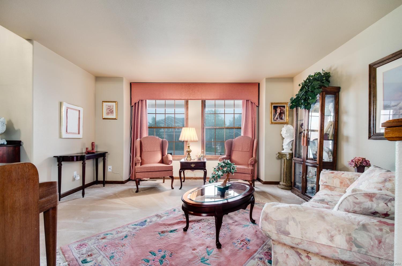 Quiet Retreat in the Spacious Living Room