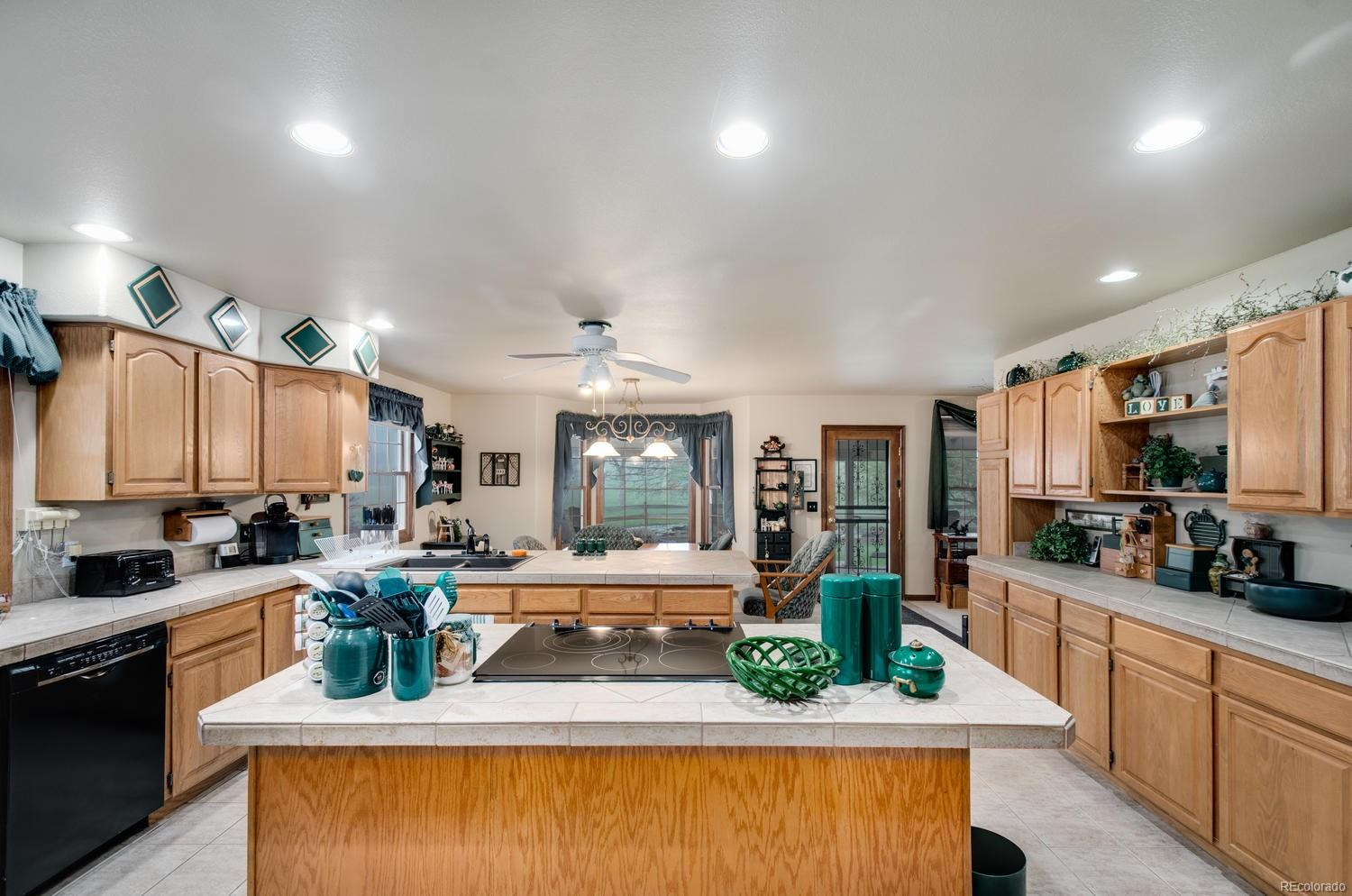 Gourmet kitchen with tons of counter and cabinet space!