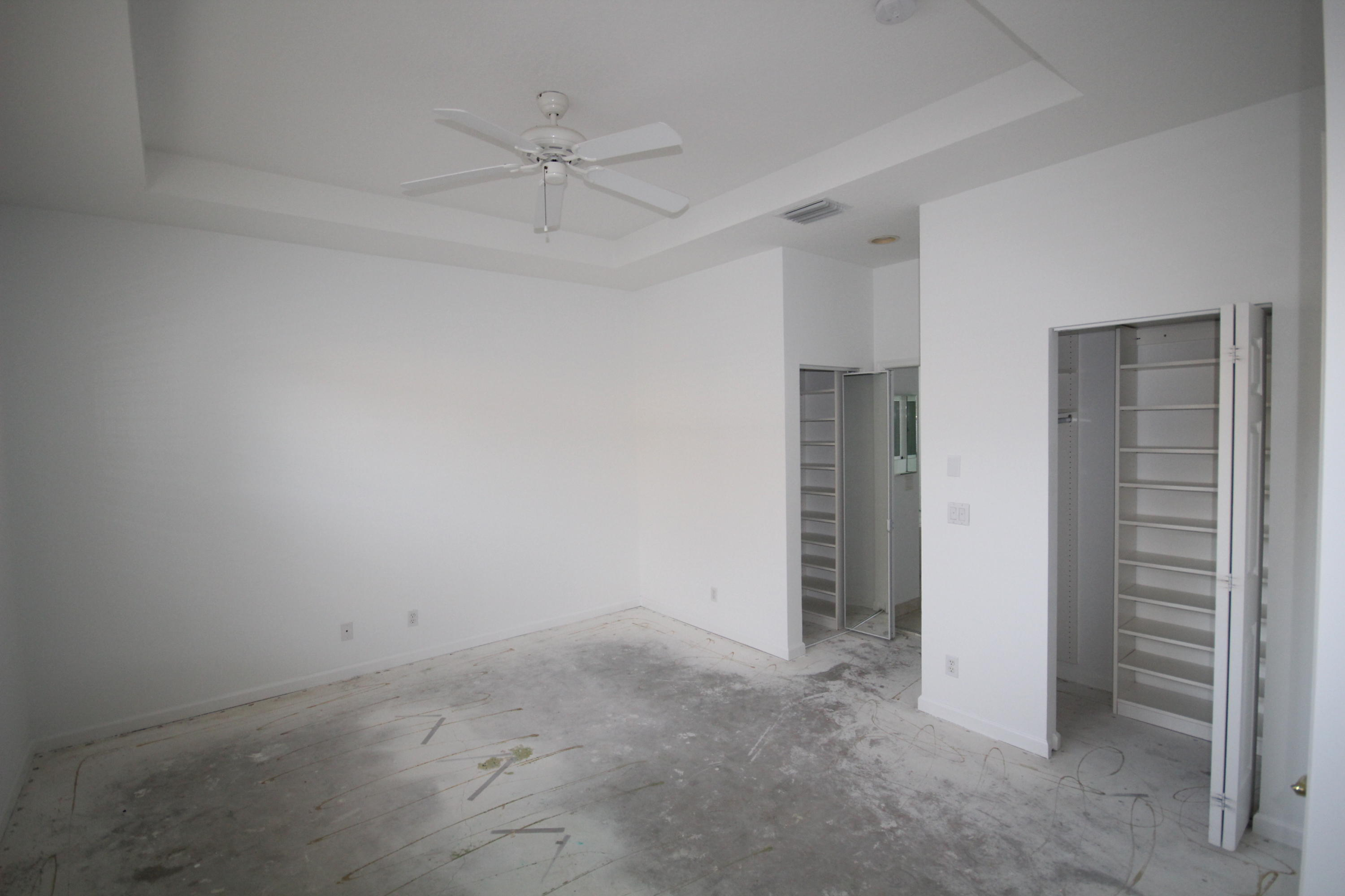 Master Bedroom w/Tray Ceiling