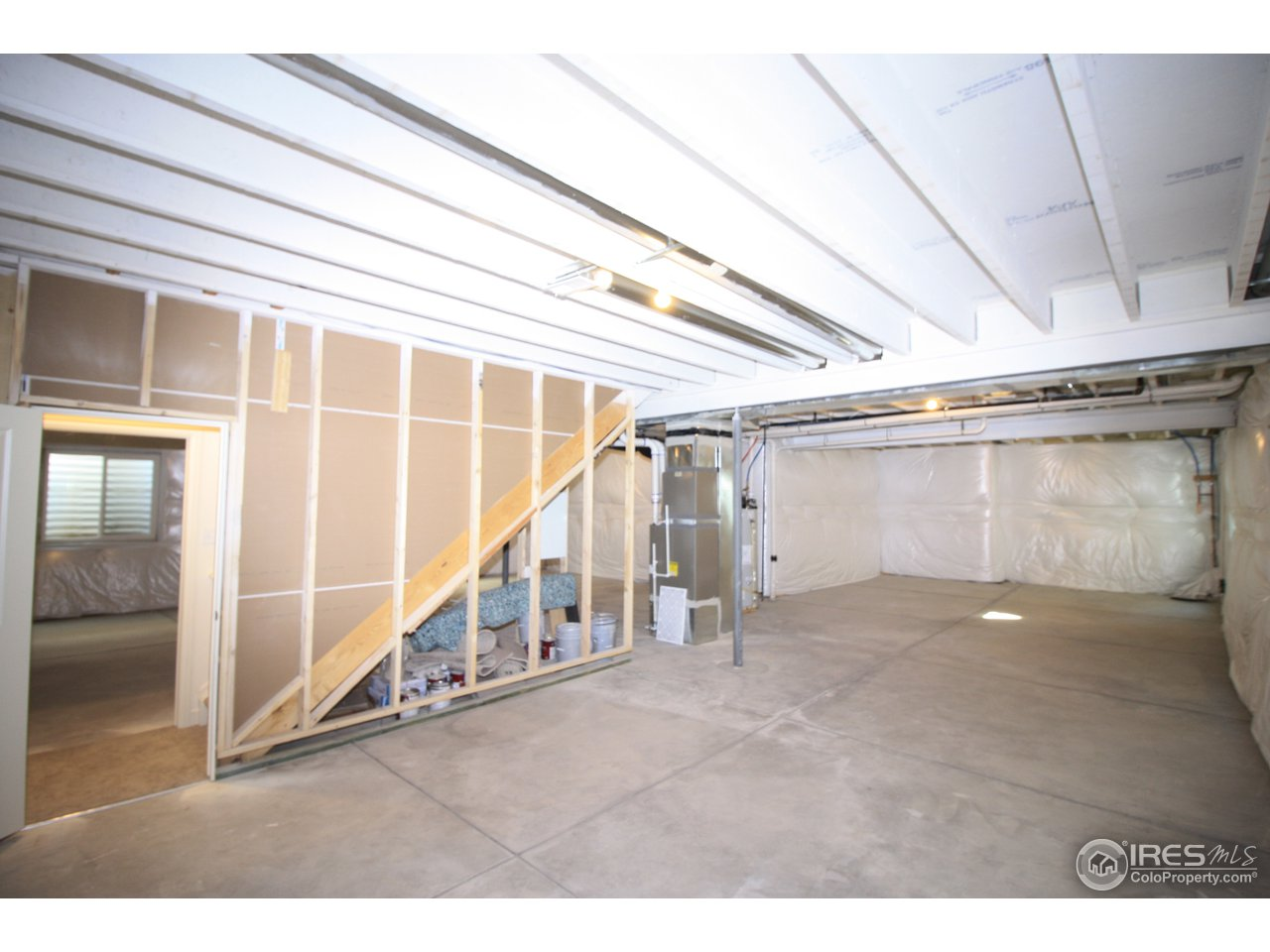 Ranch style space basement