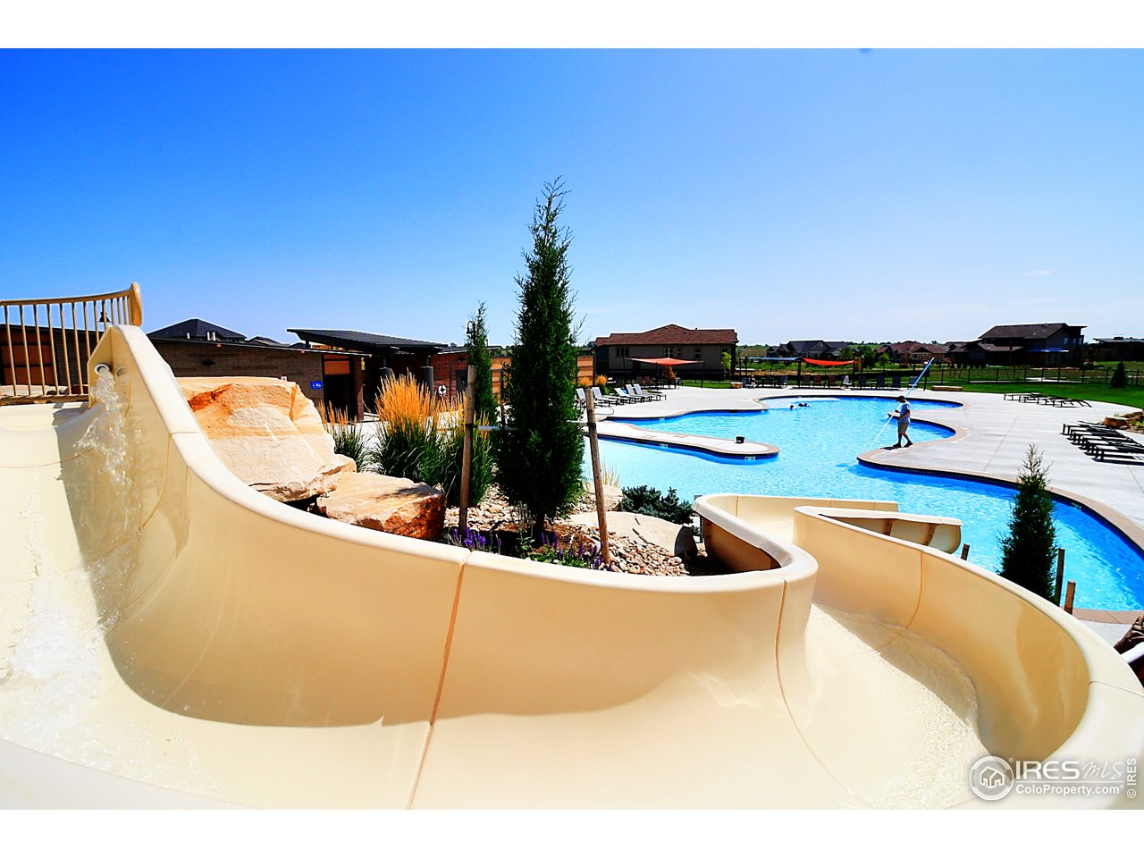Amazing commuity pool