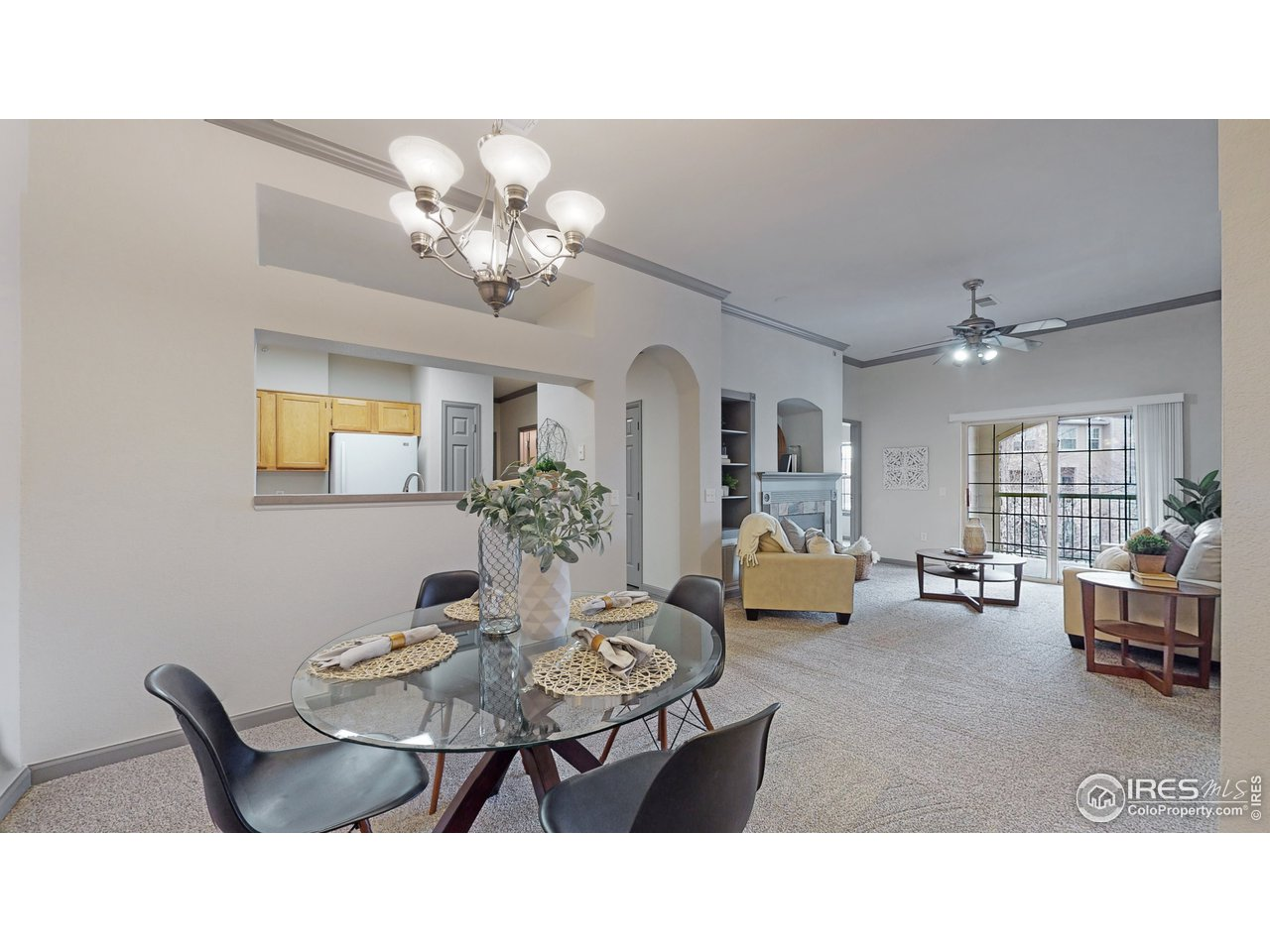 Dining area right off kitchen