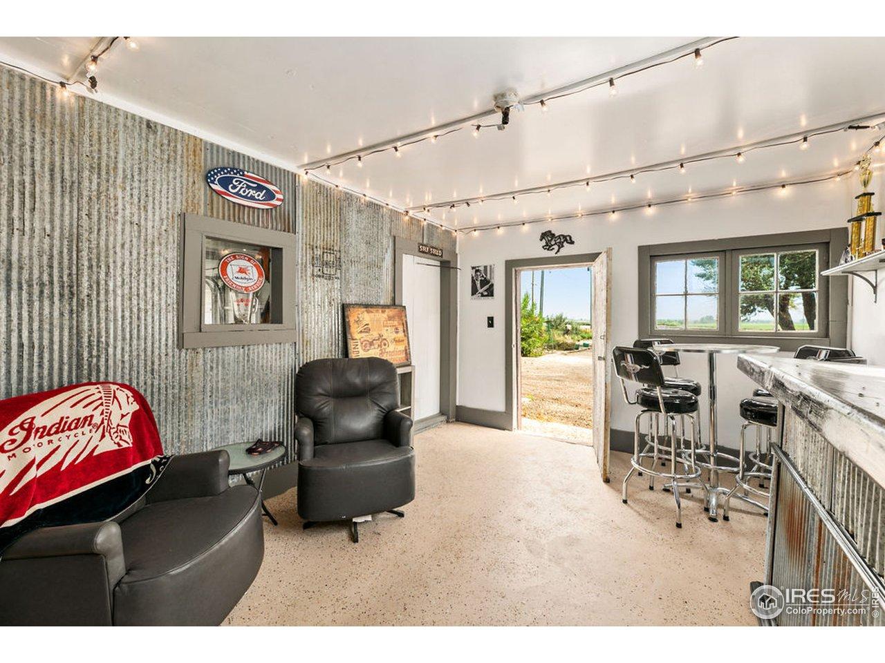 Entertaining space / bar in garage