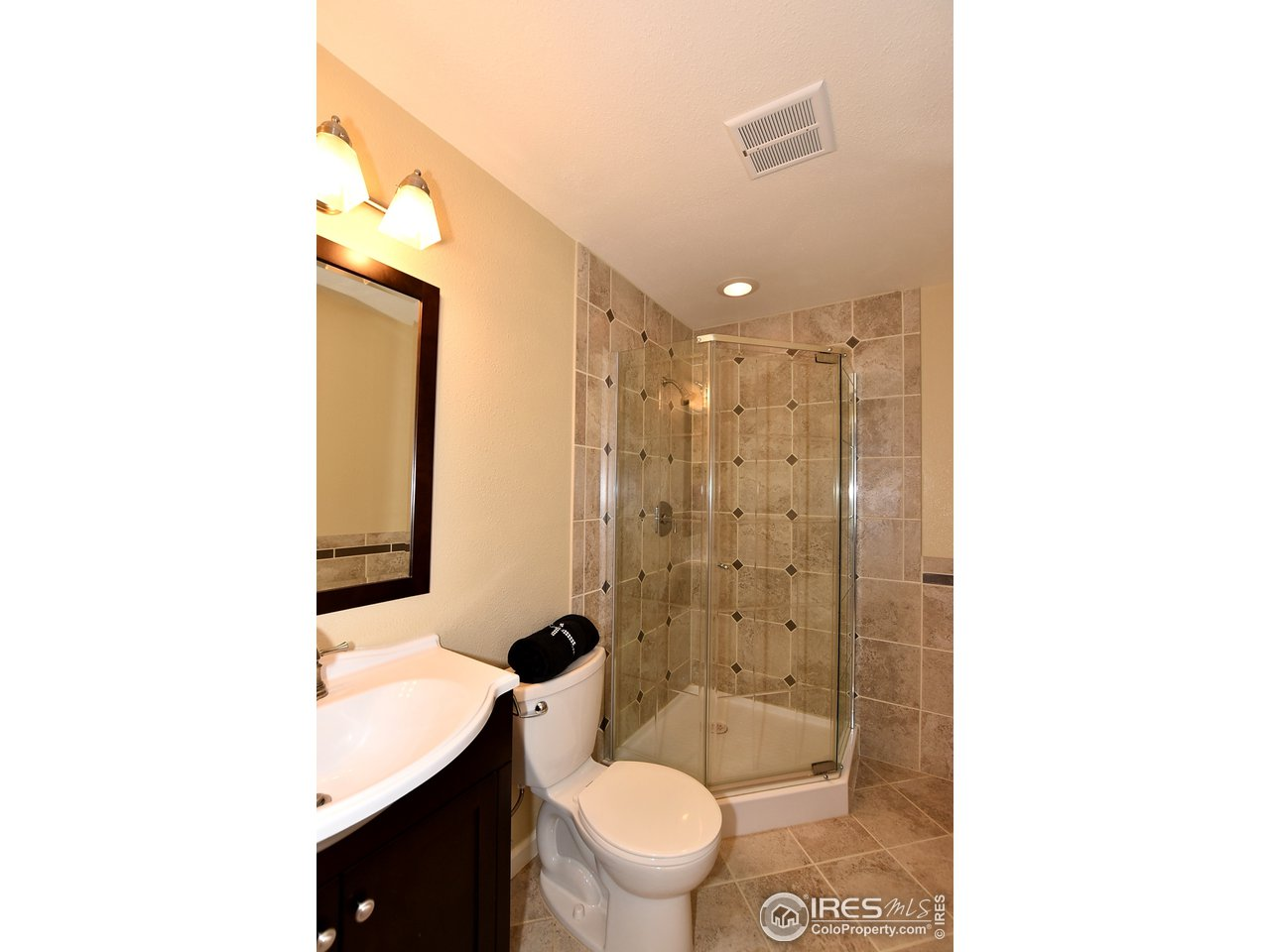 Nicely Tiled 3/4 Basement Bath
