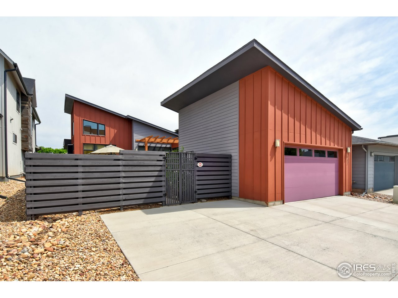 Oversized garage w/ epoxy floor & window