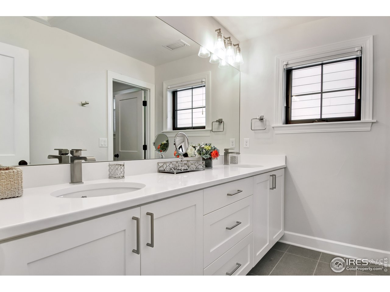 Shared 2nd Floor Bath w/ Dual Vanity
