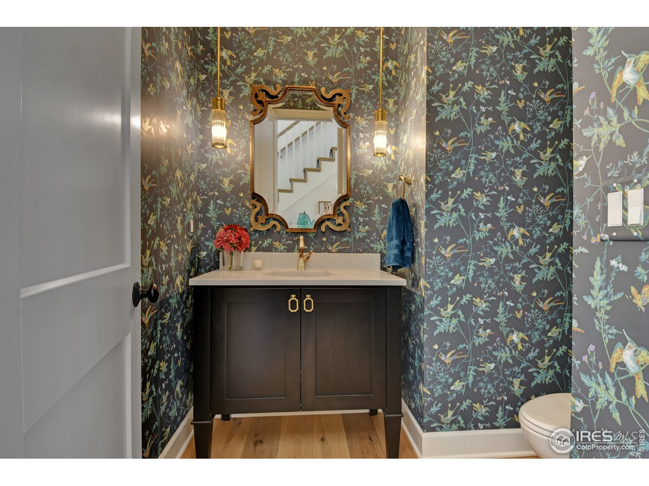 This guest powder room is EVERYTHING!