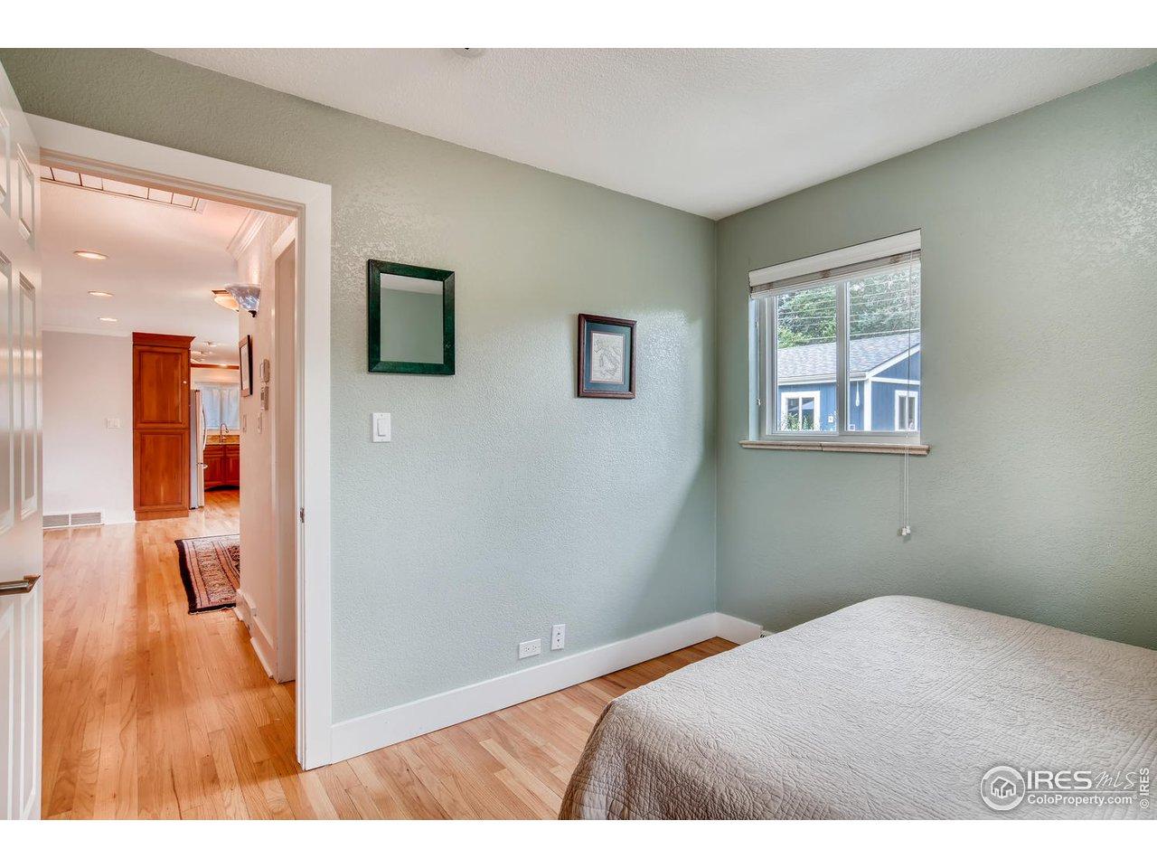 2nd bedroom facing Hallway