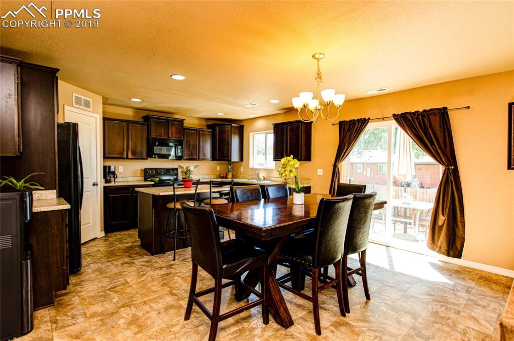 KITCHEN / DINING ROOM COMBO WITH WALK-OUT TO THE BACK YARD.
