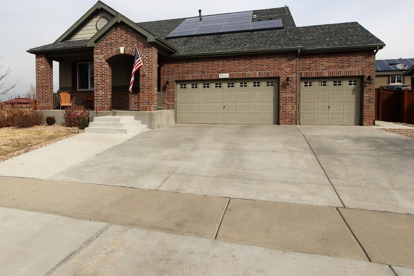 Over 700 sq ft 3 car garage