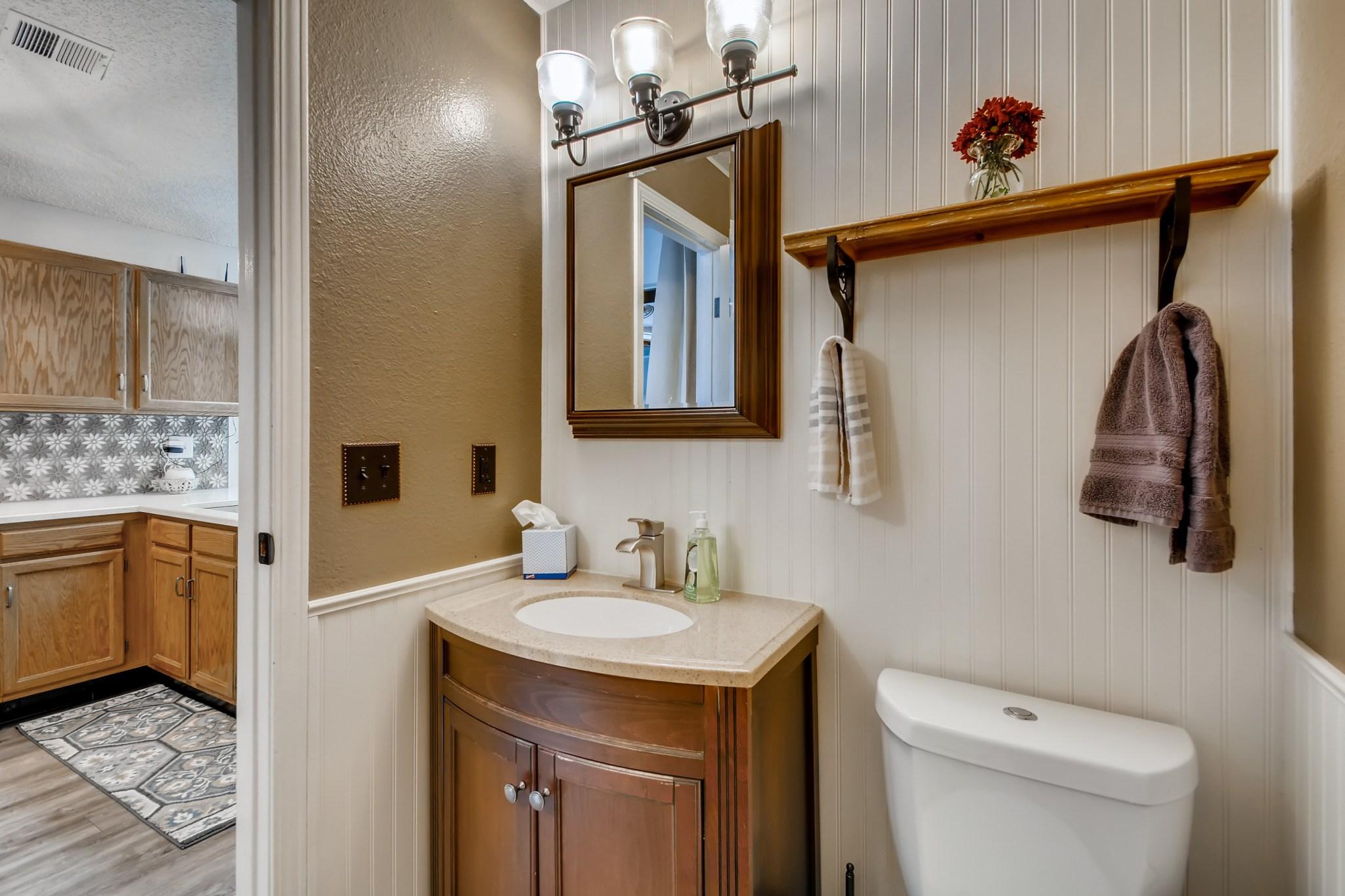 Full Bathroom water efficient toilet