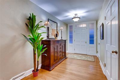 Stunning oak hardwood floors throughout, including detailed inlay, add to the gr