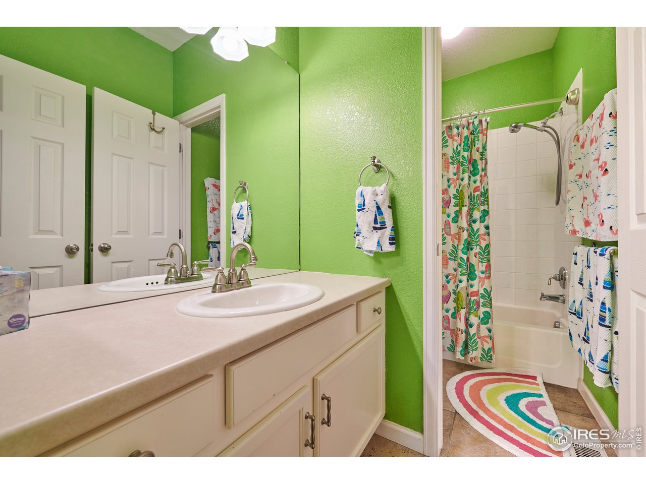 Full Bath for Bedrooms 2 & 3