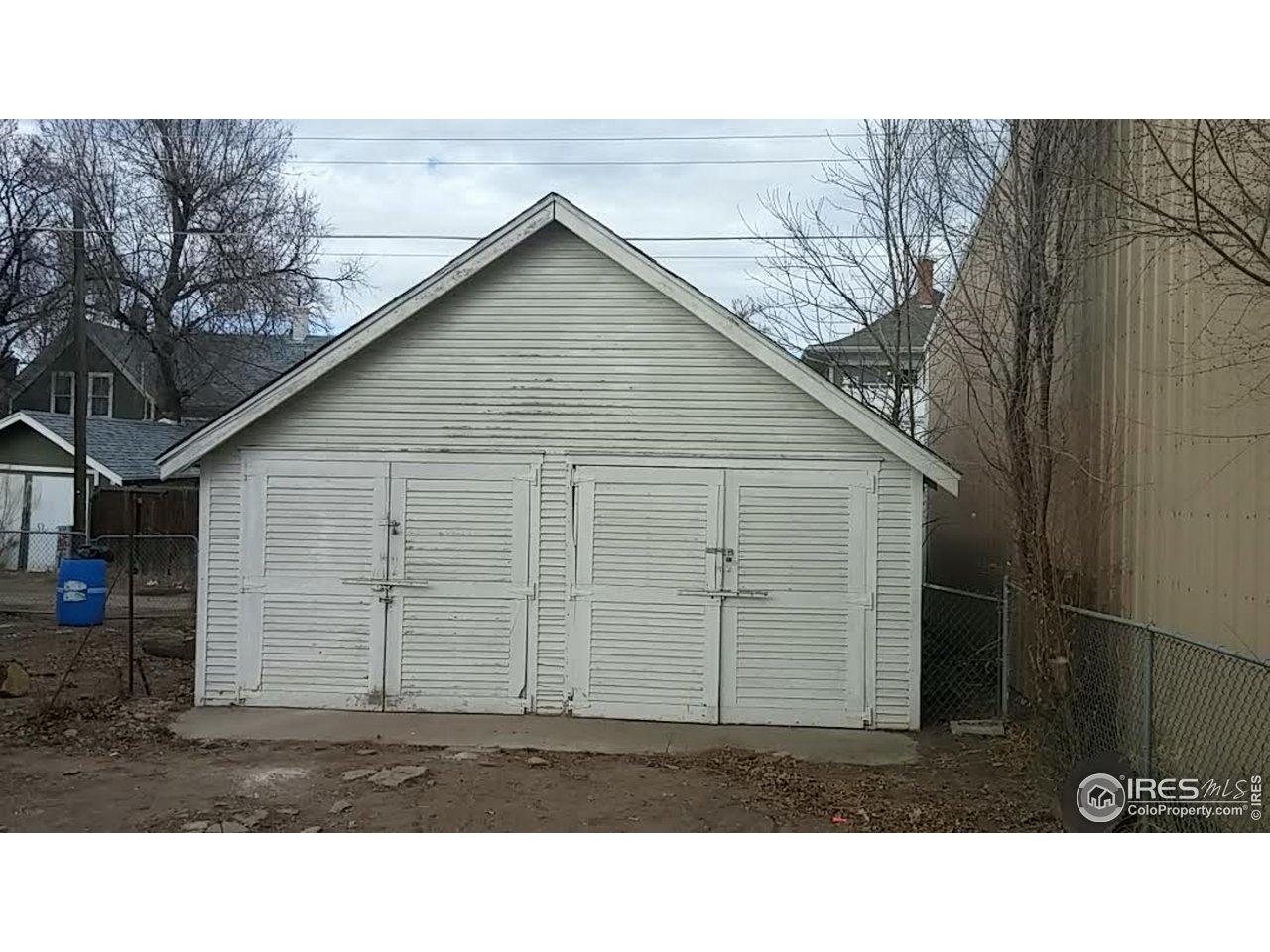 Detached garage space