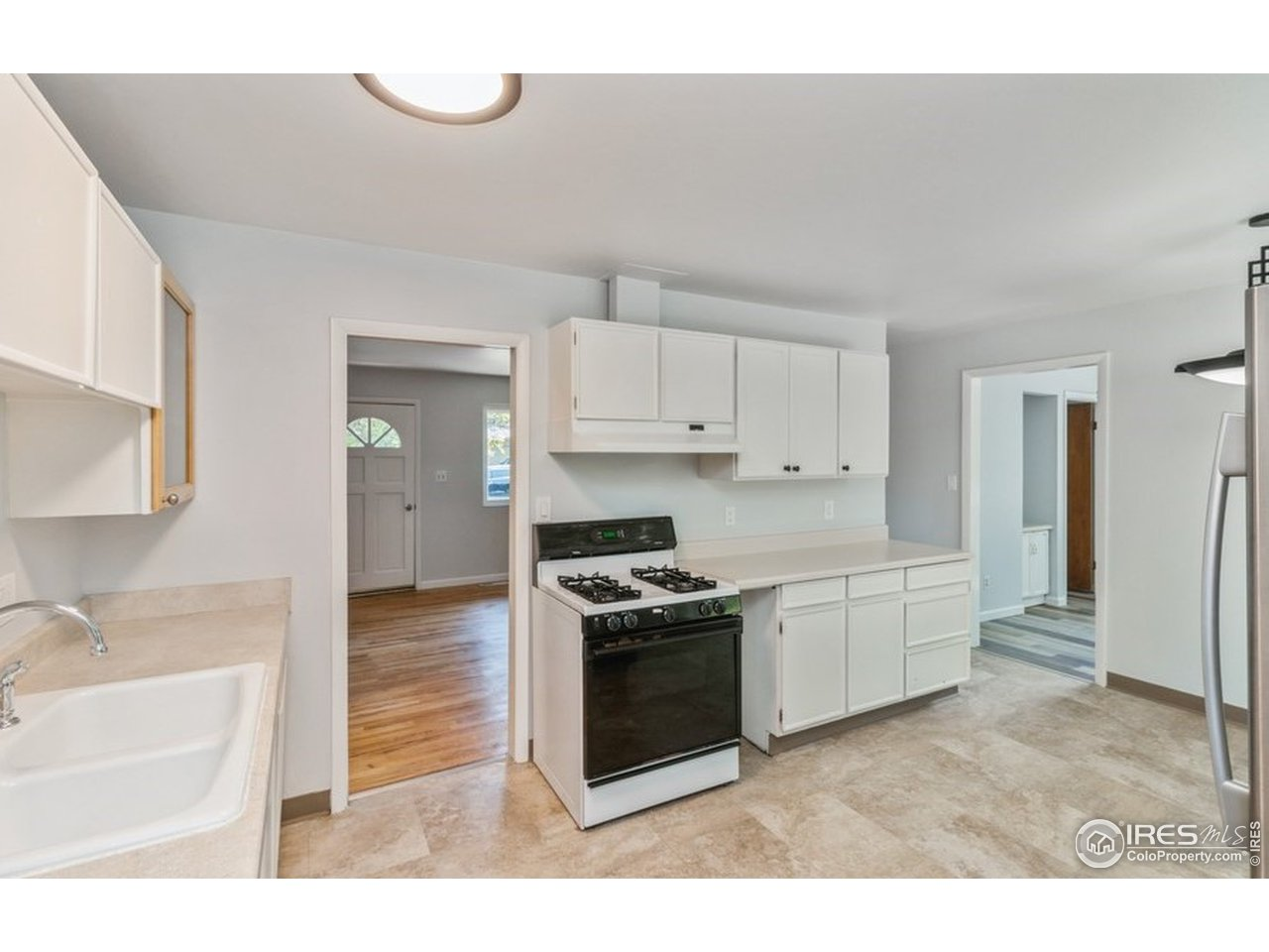 Ample Kitchen Cabinets