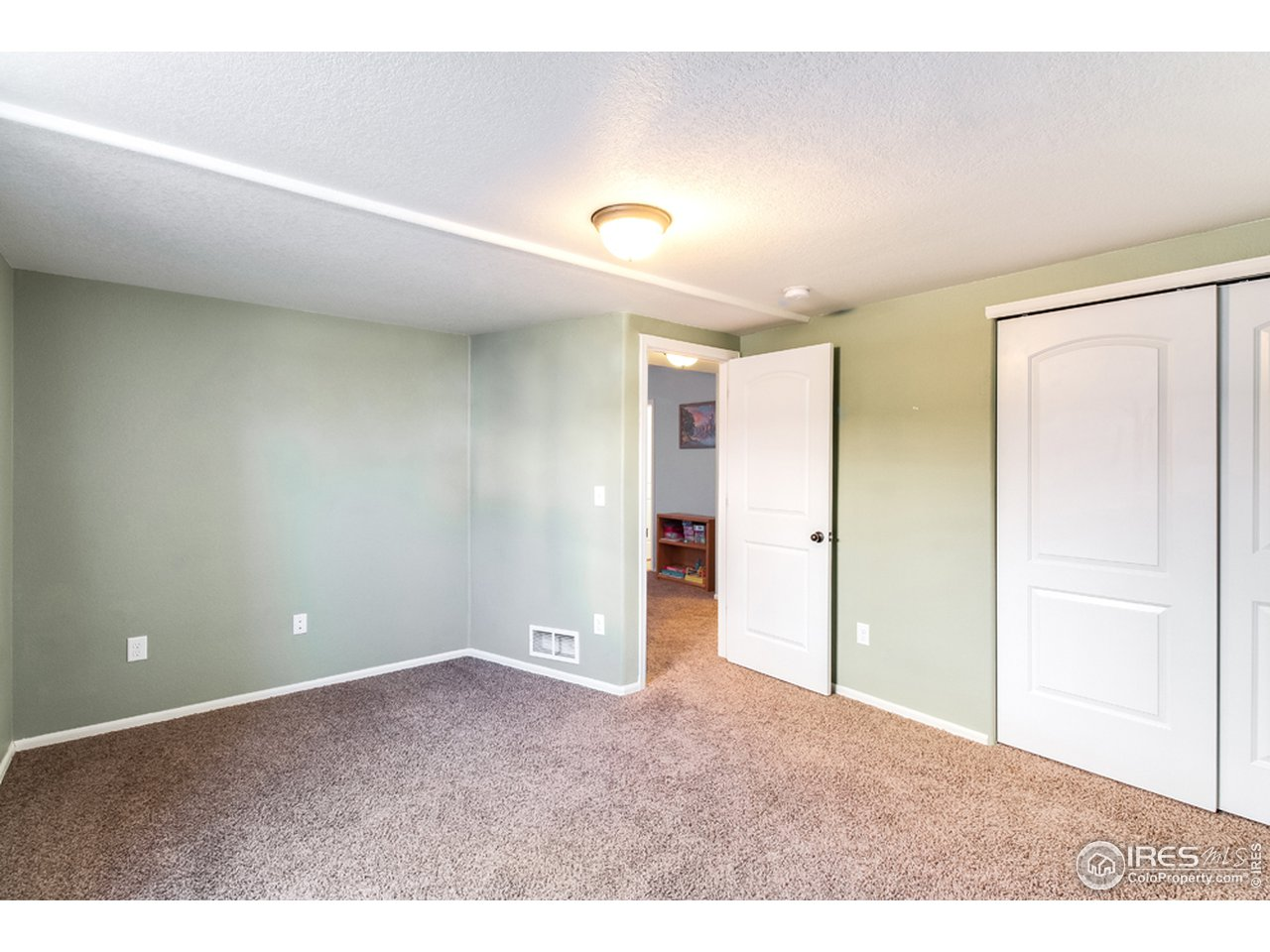Large basement Bedroom (4th)