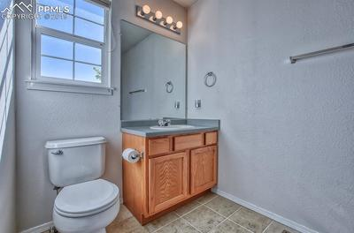 Large jack'n'jill style bath with window