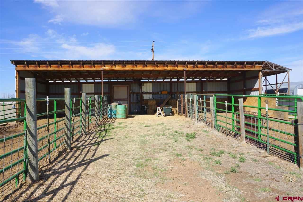 3 bays, with cattle chute and corrals