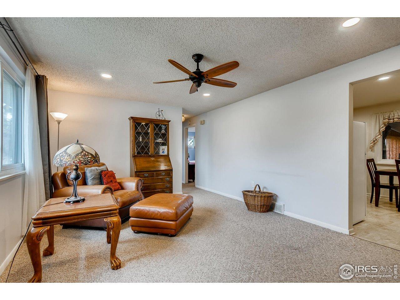 Enclosed sunroom w/ fireplace