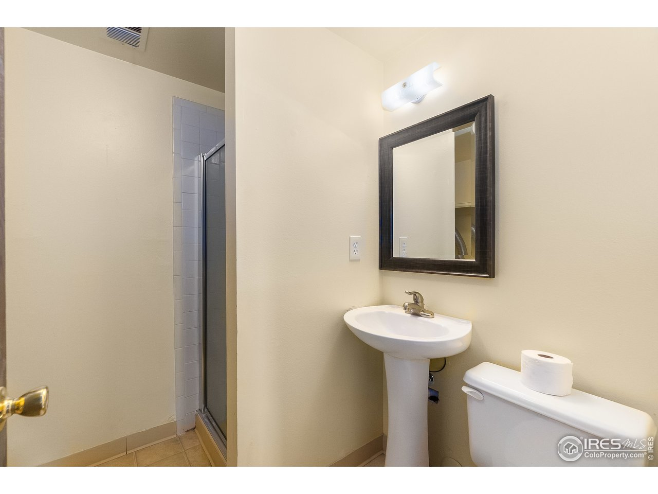 3/4 bath and laundry room