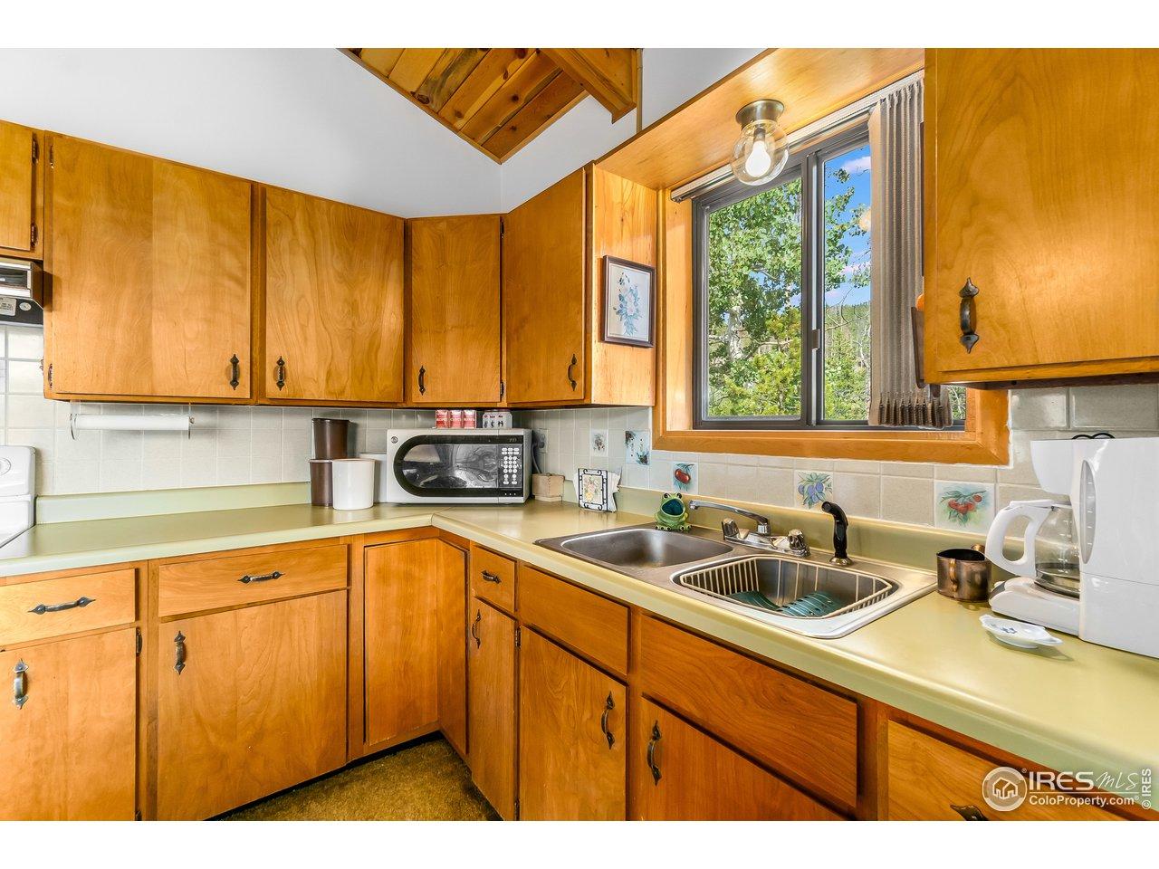 Efficient kitchen with good storage