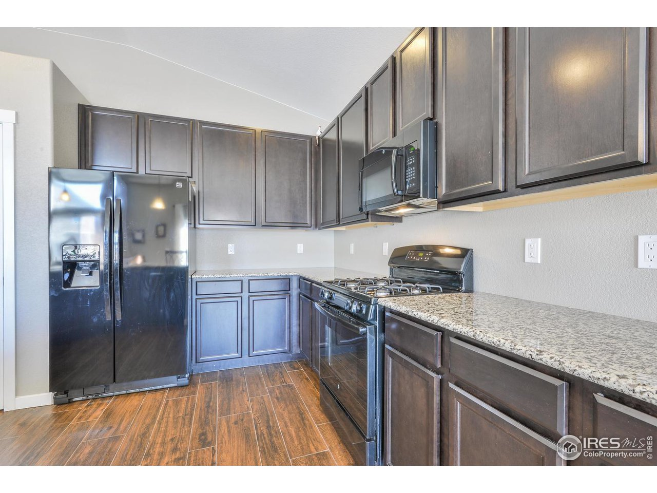 Tons of Countertop Space. Gas Cooking