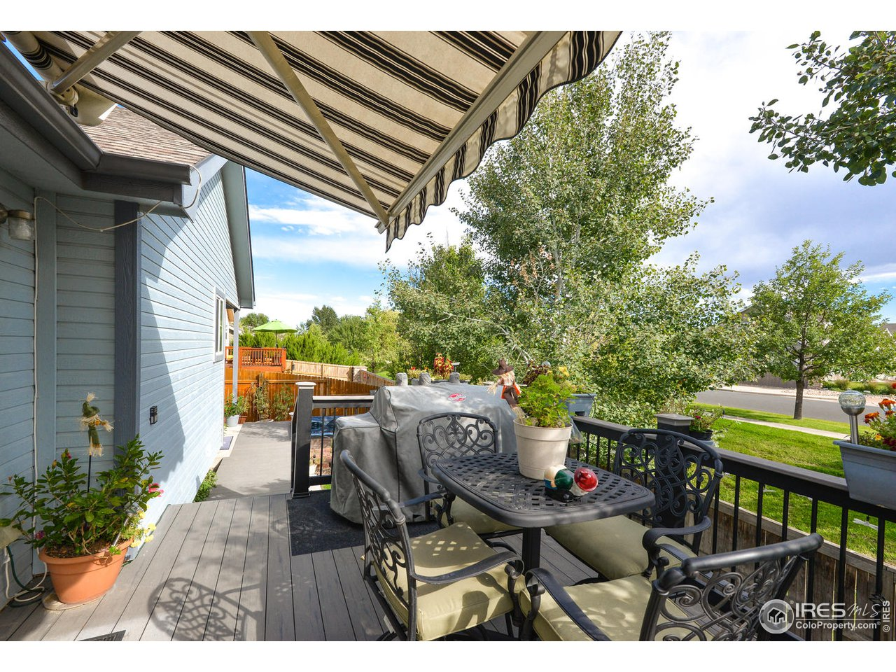 Gorgeous Trex Deck w/ Retractable Awning