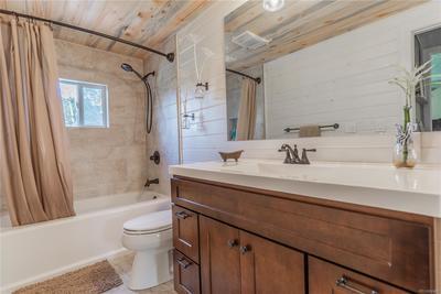 Recently updated full bathroom.