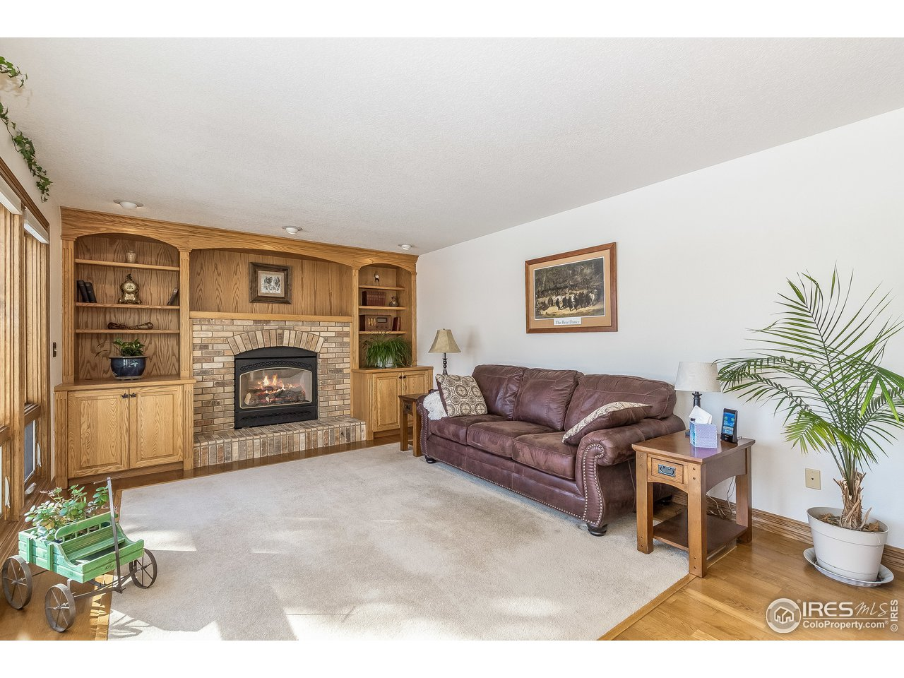family room with gas log fireplace