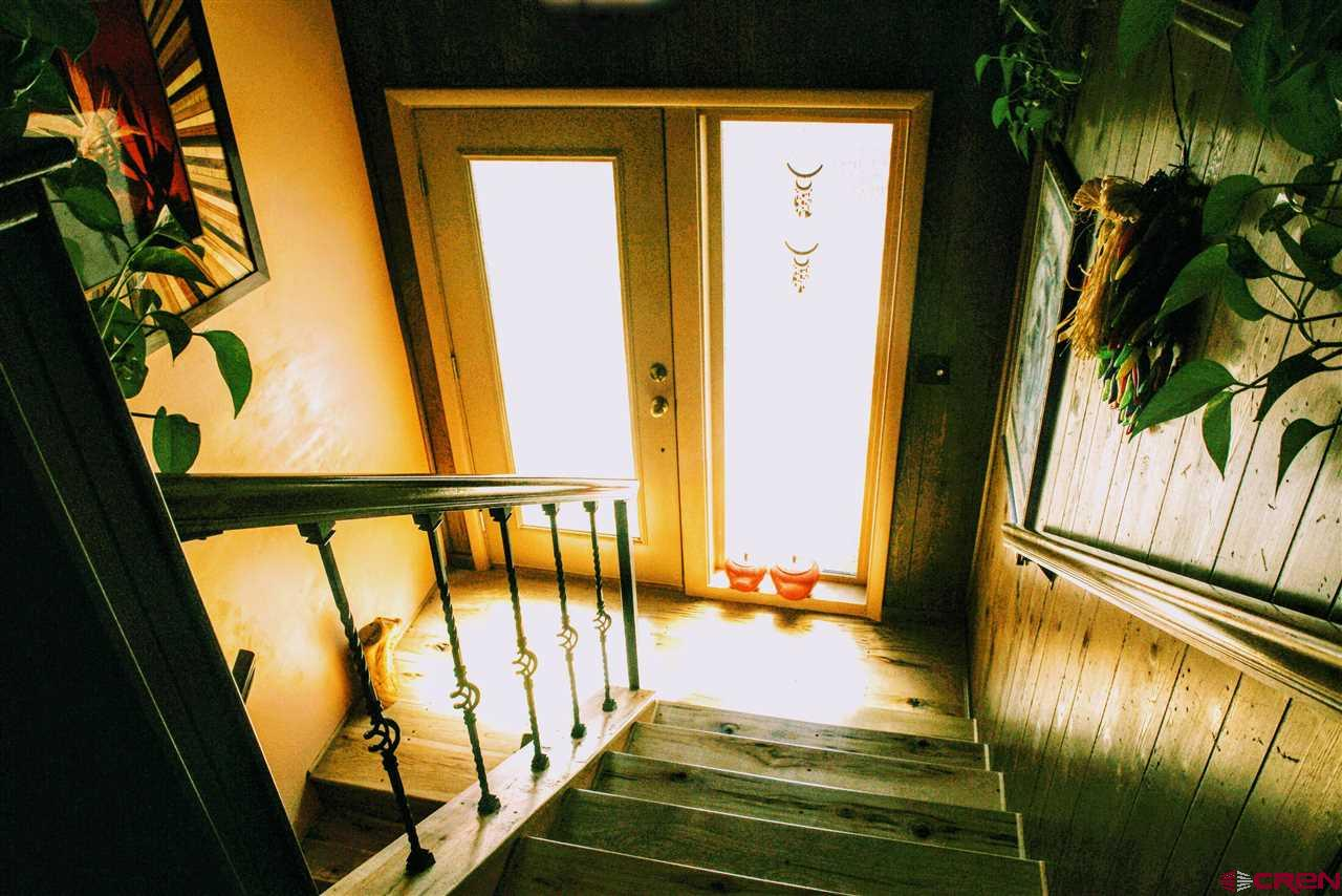 FRONT FOYER FEATURES BEAUTIFUL QUALITY FRONT DOORS