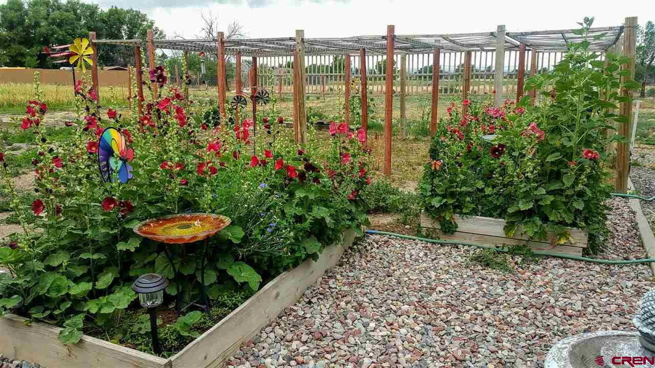 GROWING GARDENS ARE A BREEZE HERE