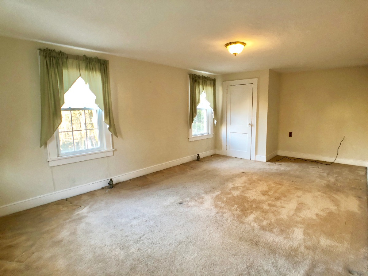 plush wall to wall carpet in Master Bedroom