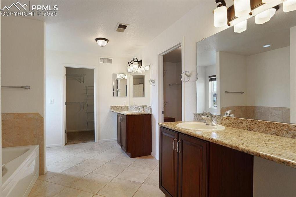 Master Bath, jetted tub, granite, 2 closets!