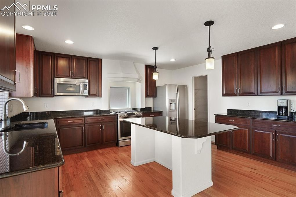 Granite counters - on the island, too!