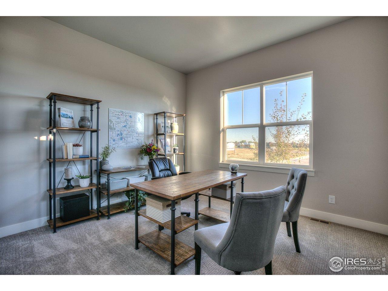 Elegant dining room/flex space