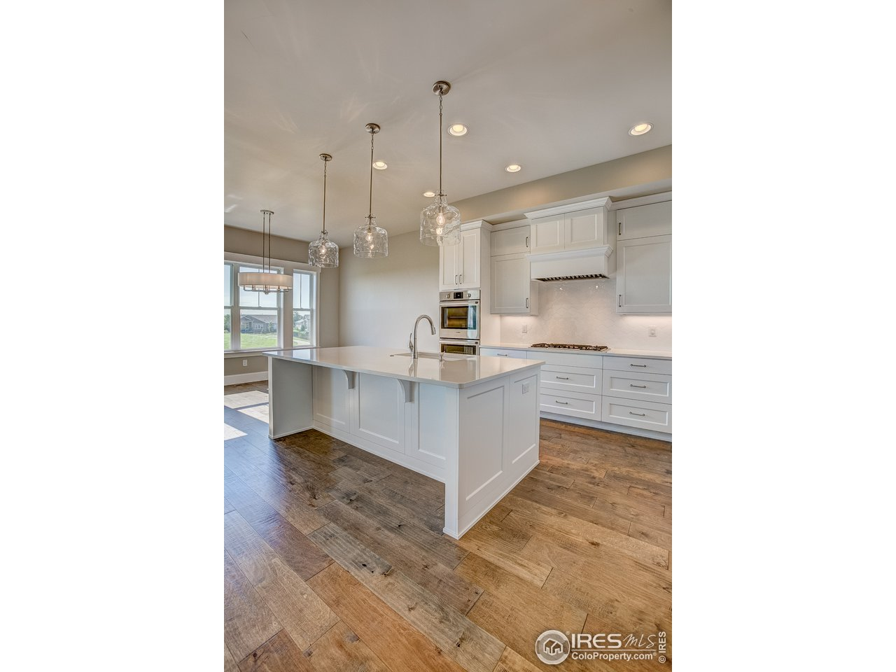 10' kitchen island w/ quartz countertop