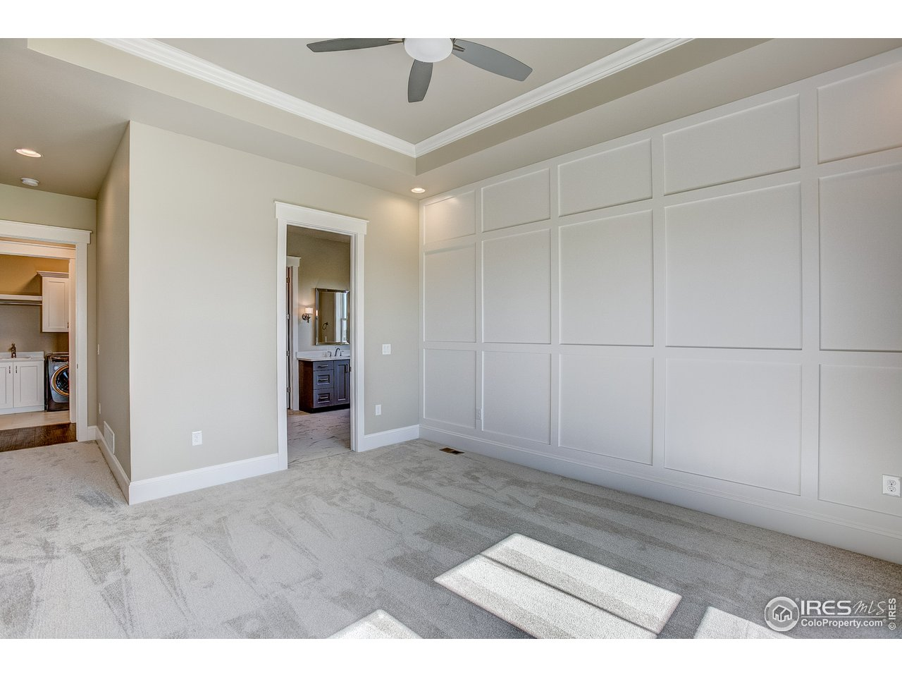 Master suite w/ accent wall