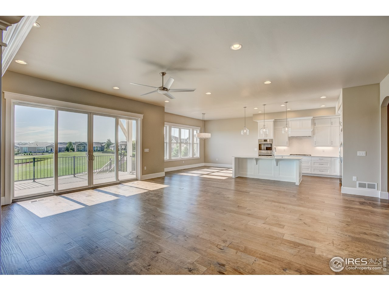 Oversized living & kitchen