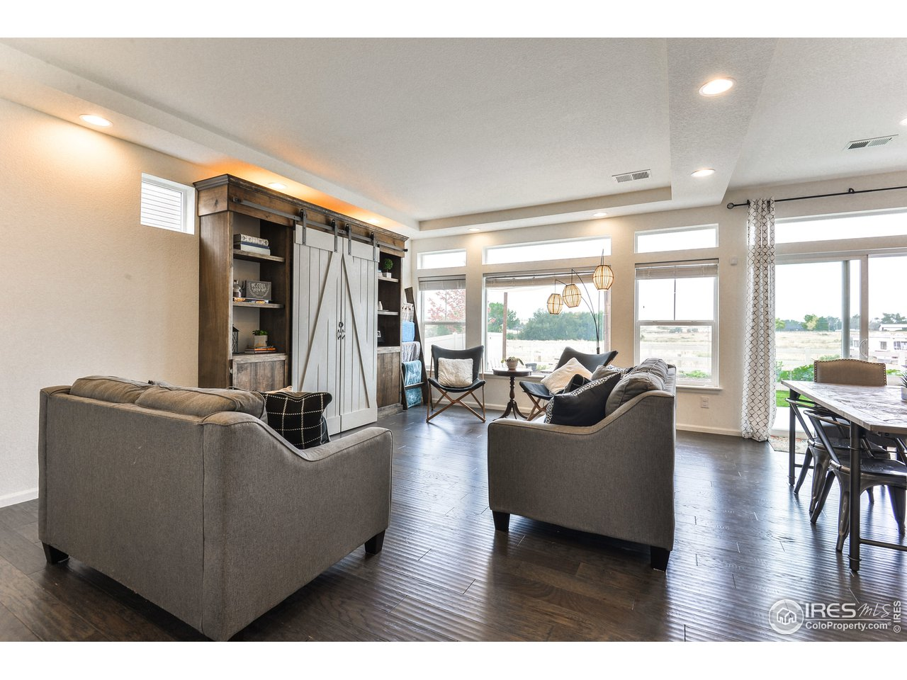 Large Bright South Facing Living Room