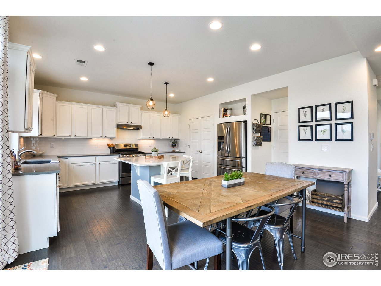 Large Bright Kitchen, Quarts Counters