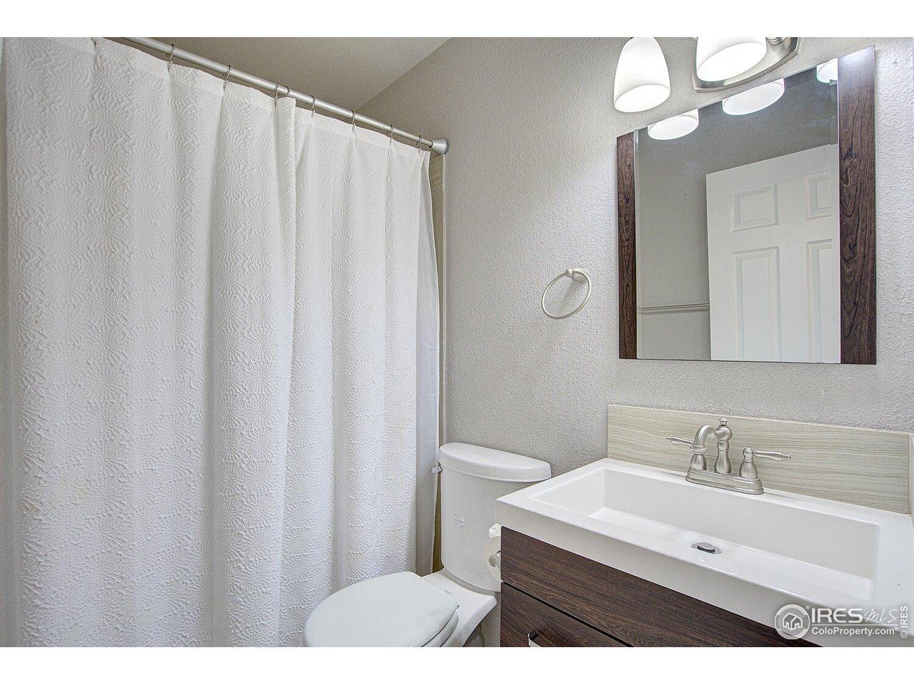 Full main floor bathroom