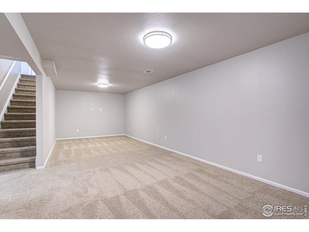WOW, 27 x 11 Family room