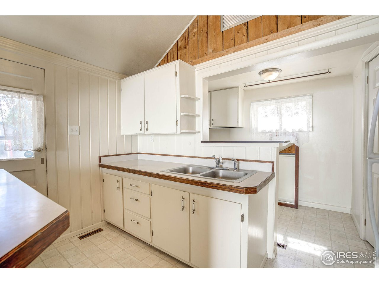 Kitchen refrigerator and gas range included!