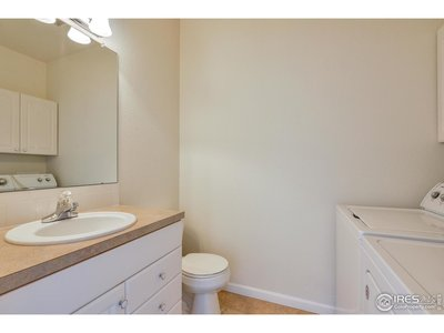 Guest Bathroom/Laundry - Mainfloor