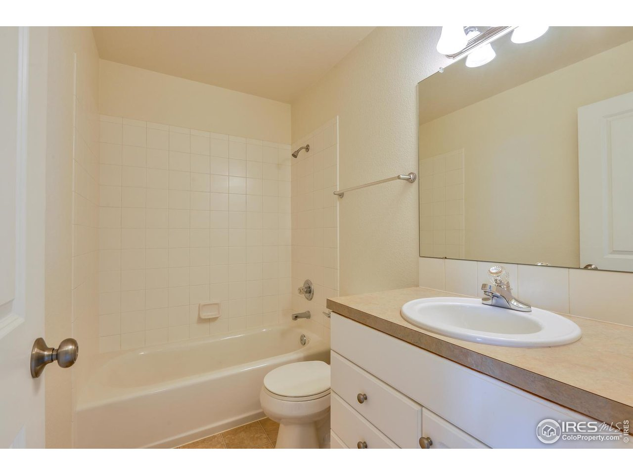 Shared Full Bath - 2nd Floor