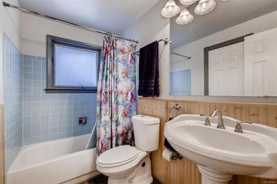 Upstairs Full Bathroom.